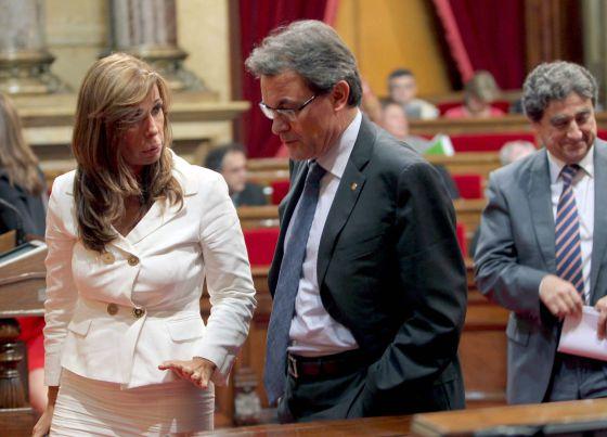El presidente de la Generalitat, Artur Mas, y la líder del PP catalán, Alicia Sánchez-Camacho, en el Parlament de Cataluña.