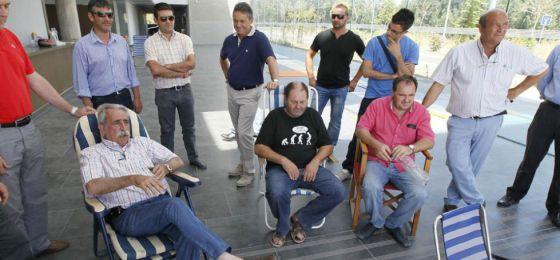 Empresarios y trabajadores, encerrados en la sede de Rabanales 21.