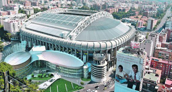 Simulación infográfica del proyecto de un nuevo centro comercial y el cerramiento total del estadio de fútbol Santiago Bernabéu, del Real Madrid, en la capital madrileña.