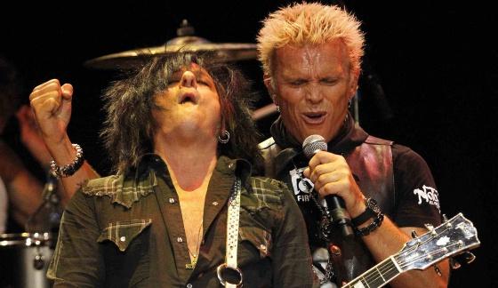 Billy Idol, derecha, en un concierto en Los Ángeles.