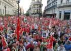 Miles de andaluces se manifiestan contra los recortes del Gobierno