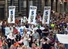 Miles de personas toman la Via Laietana contra los recortes