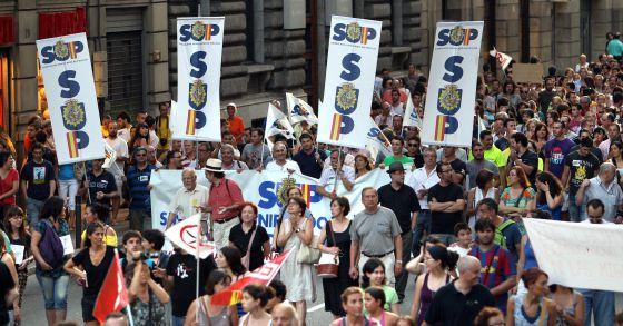 Manifestación en la Via Laietana contra los recortes de Rajoy celebrada este jueves.