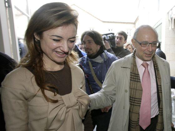 Marta Fernández Currás y Cristóbal Montoro, en un acto en Santiago.  ANXO IGLESIAS