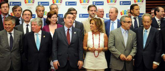 Botella presenta el plan de patrocinio, rodeada de buena parte de las empresas adheridas a la candidatura.