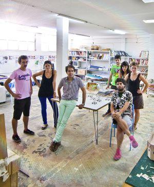 Andrés Jaque, en el centro, junto a sus compañeros en su estudio.