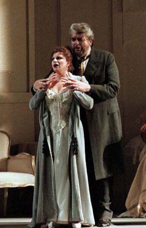 Mariella Devia y Joan Pons en una representación de La Traviata