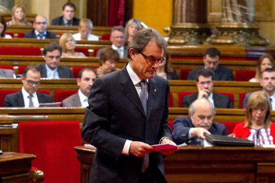 El presidente de la Generalitat, Artur Mas, en el pleno del Parlament sobre el pacto fiscal.