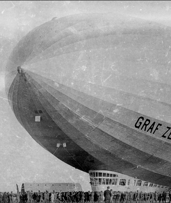Aterrizaje de 'Graf Zeppelin' en el aeródromo Hernán Cebolla, Sevilla. 1930.