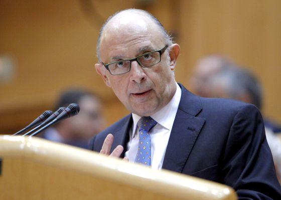 El ministro de Hacienda, Cristóbal Montoro, durante su intervención en el pleno del Senado que debate los objetivos de déficit para 2013-2015.