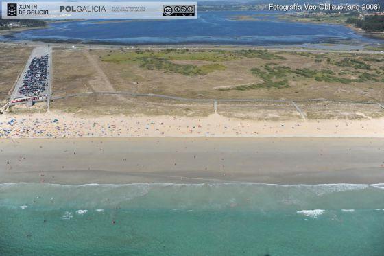 Aparcamiento junto a la playa de A Lanzada, en una imagen que forma parte de la documentación del Plan Litoral.