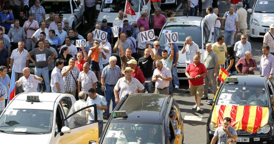 Participantes en la manifestación de taxistas por la Castellana.