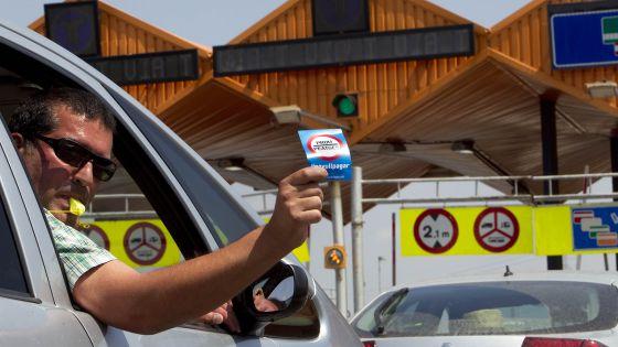 El copiloto de un vehículo, en la protesta frente al peaje de Mollet del Vàlles