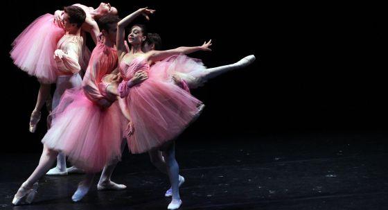 Una escena de la función de danza ofrecida ayer en el auditorio del Guggenheim.