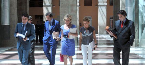 Aguirre acude, con varios consejeros, al Consejo de Gobierno de la Comunidad de Madrid.