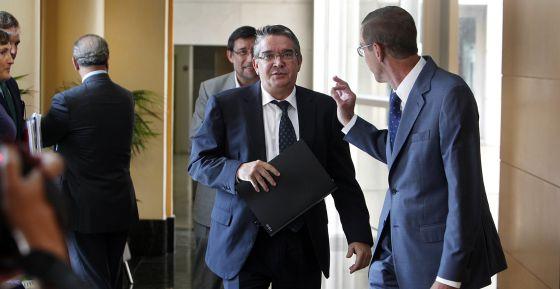 El consejero de Hacienda, José Manuel Vela, este jueves en las Cortes.