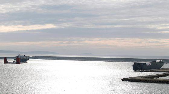 """El """"Blue Marlin y el Camberra en el puerto exterior de A Coruña"""
