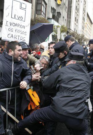Manifestación de afectados por las preferentes en Santiago.