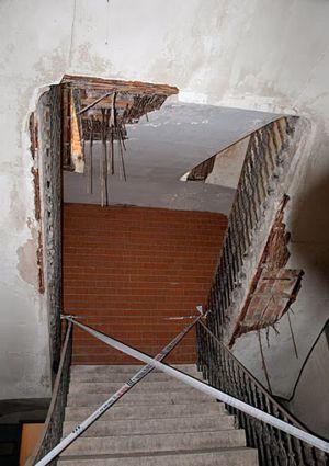 Escalera interior clausurada por su mal estado