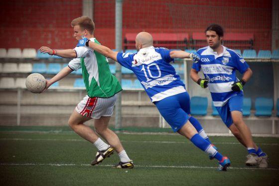 Los Fillos jugaron un partido contra el equipo de la fragata irlandesa 'L.E. Aoife', a su paso por A Coruña, el pasado sábado.