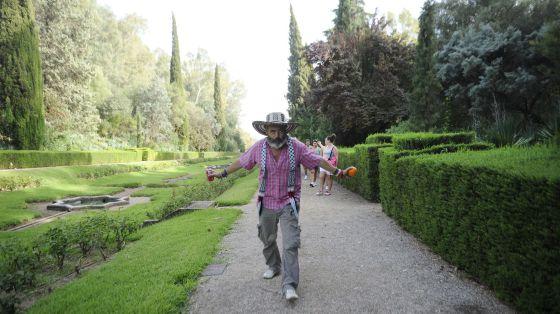 Sánchez Gordillo, en los jardines del palacio de Moratalla.