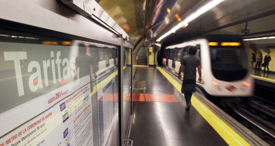 Panel de tarifas de 2011 en una estación de metro.