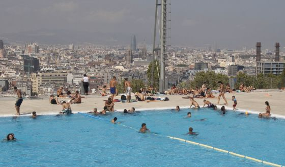Las piscinas de barcelona son escasas y caras catalu a for Piscinas barcelona publicas