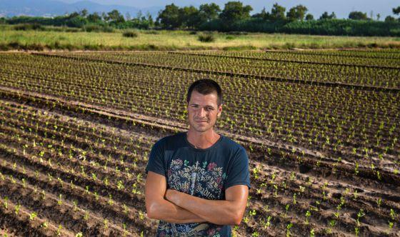 Agustí Garcia en una de sus fincas de cultivo