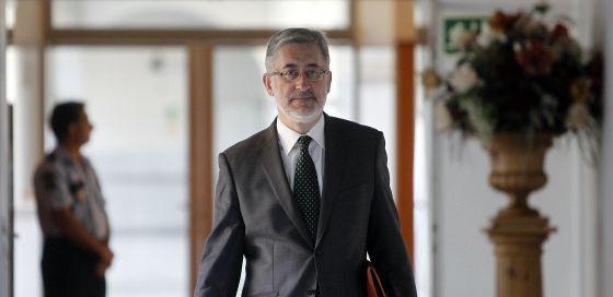 Antonio Ávila se dirige a la comisión de investigación de los ERE en el  Parlamento andaluz.