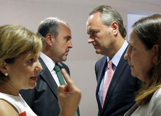 Alberto Fabra con los consejeros de Justicia e Infraestructuras y la directora del IVVSA.