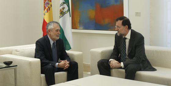 Los presidentes de la Junta, José Antonio Griñán, y del Gobierno central, Mariano Rajoy, durante la reunión del 30 de julio.