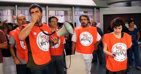 Representantes del comité de empresa interrumpieron un informativo de Canal 9 para protestar contra el ERE.