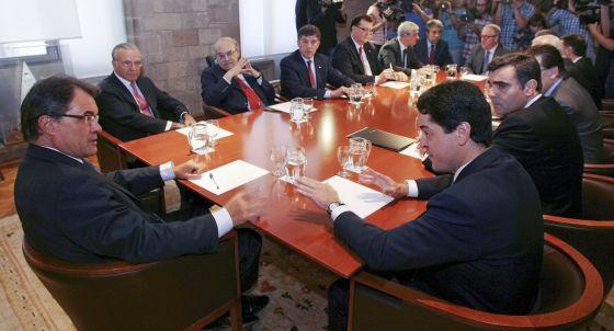 Reunión del Ejecutivo catalán, presidida  por Mas, con los representantes del proyecto Barcelona World el viernes.