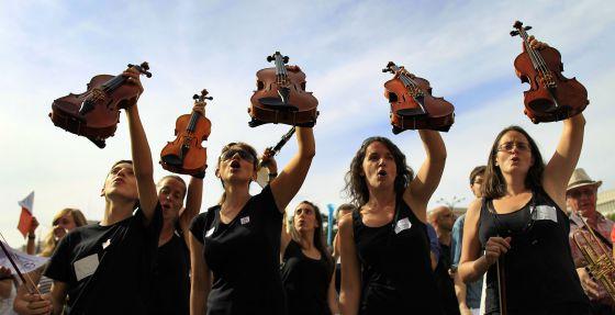 Manifestación de profesores y alumnos de escuelas municipales de música de Madrid contra la subida de tasas.