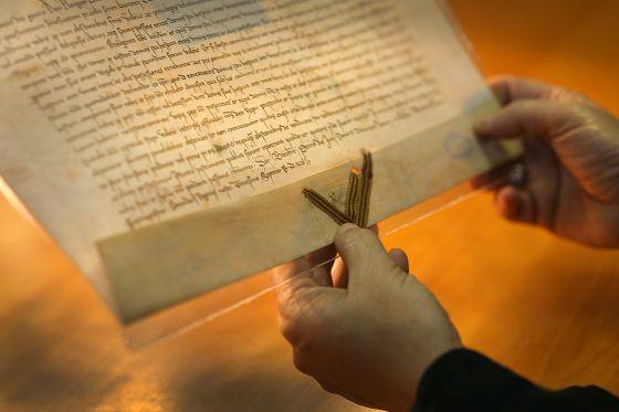Pergamí de Pere el Cerimoniós de l'i de juny de 1372.