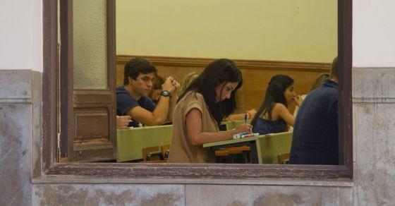 Alumnos en la Universidad de Granada.