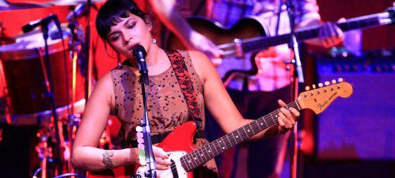 Norah Jones, durante su actuación anoche en el Palacio de Congresos.