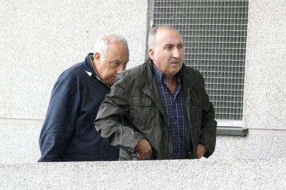 El jefe de la Policía Local de Ourense, Abelardo Ulloa (c), a su llegada esta mañana a la sede de los juzgados
