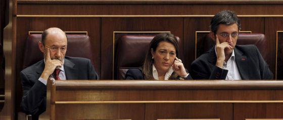 Rubalcaba junto a Rodríguez y Madina, esta mañana.