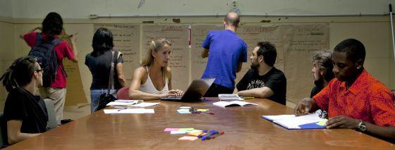 Reunión de los voluntarios que están rediseñando el proyecto.