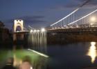 Cascada de arte en el puente colgante de Amposta