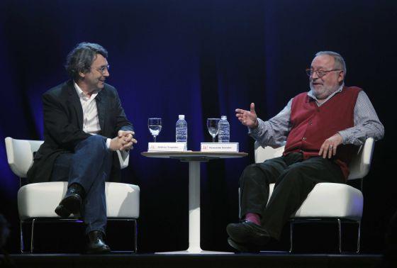 Andres Trapiello conversa con Fernando Savater anoche en Bilbao