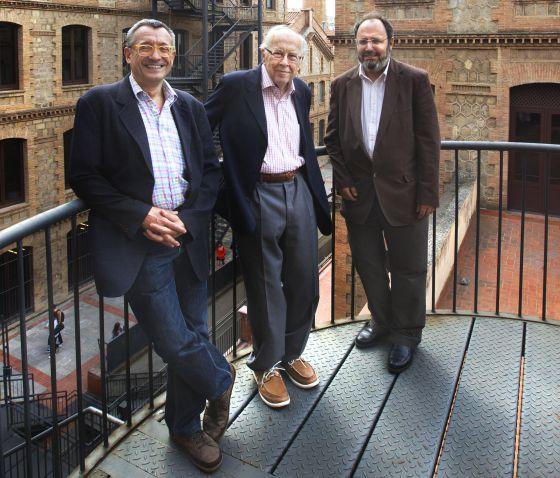 Josep Maria Benaul, Jordi Nadal i Carles Sudrià (dreta), els directors de l´estudi, al reicnte de l´Escola del Treball.
