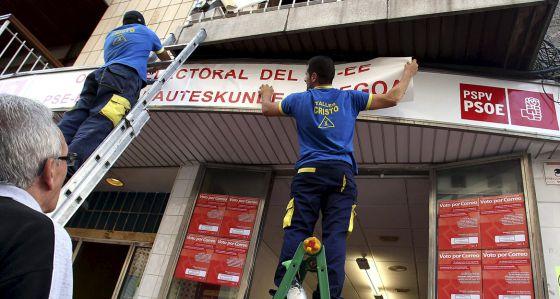 La sede socialista de Benidorm se prepara para tramitar votos por correo de electores vascos.