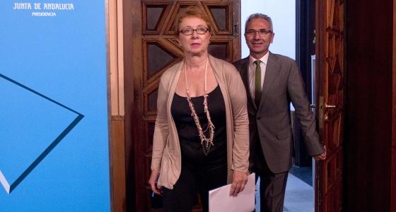 Carmen Martínez Aguayo y el portavoz del Gobierno, Miguel Ángel Vázquez, tras el Consejo de Gobierno del martes.