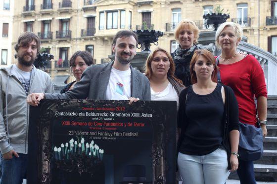 El director de la Semana de Terror, Josemi Beltrán (centro), junto a los impulsores de las actividades paralelas hoy en San Sebastián.