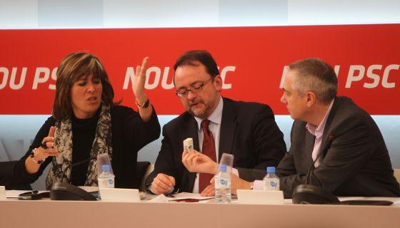 De izquierda a derecha, Núria Marín, alcaldesa de L'Hospitalet de Llobregat, Daniel Fernández, y Pere Navarro.