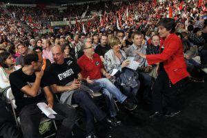 La candidata a lehendakari de EH Bildu, laura Mintegui en un abarrotado BEC durante el acto central de la campaña electoral del 21-O