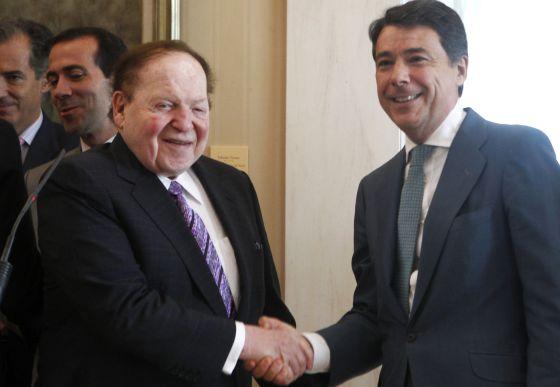 El presidente Ignacio González y Sheldon Adelson, tras su reunión del martes.