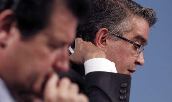 José Císcar y José Manuel Vela presentan los presupuestos de la Generalitat para 2013.